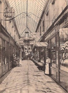Post-Card Paris Arcade